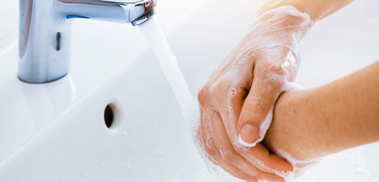 Droge huid op je handen door veel wassen